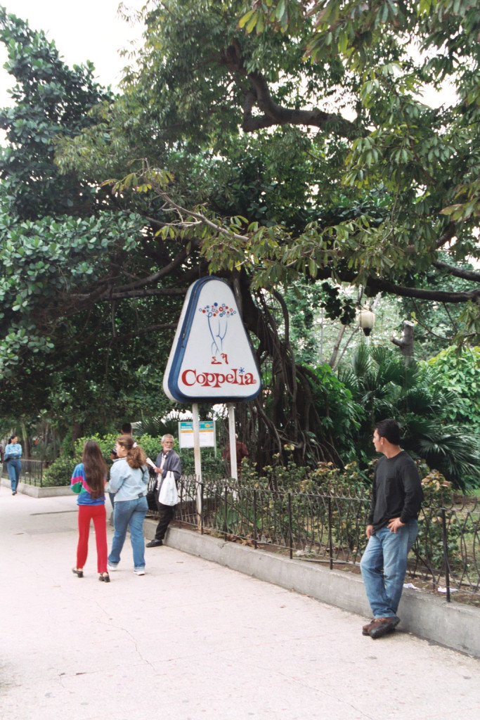 6_Coppelia_fence_man_CUBA_LUONGO