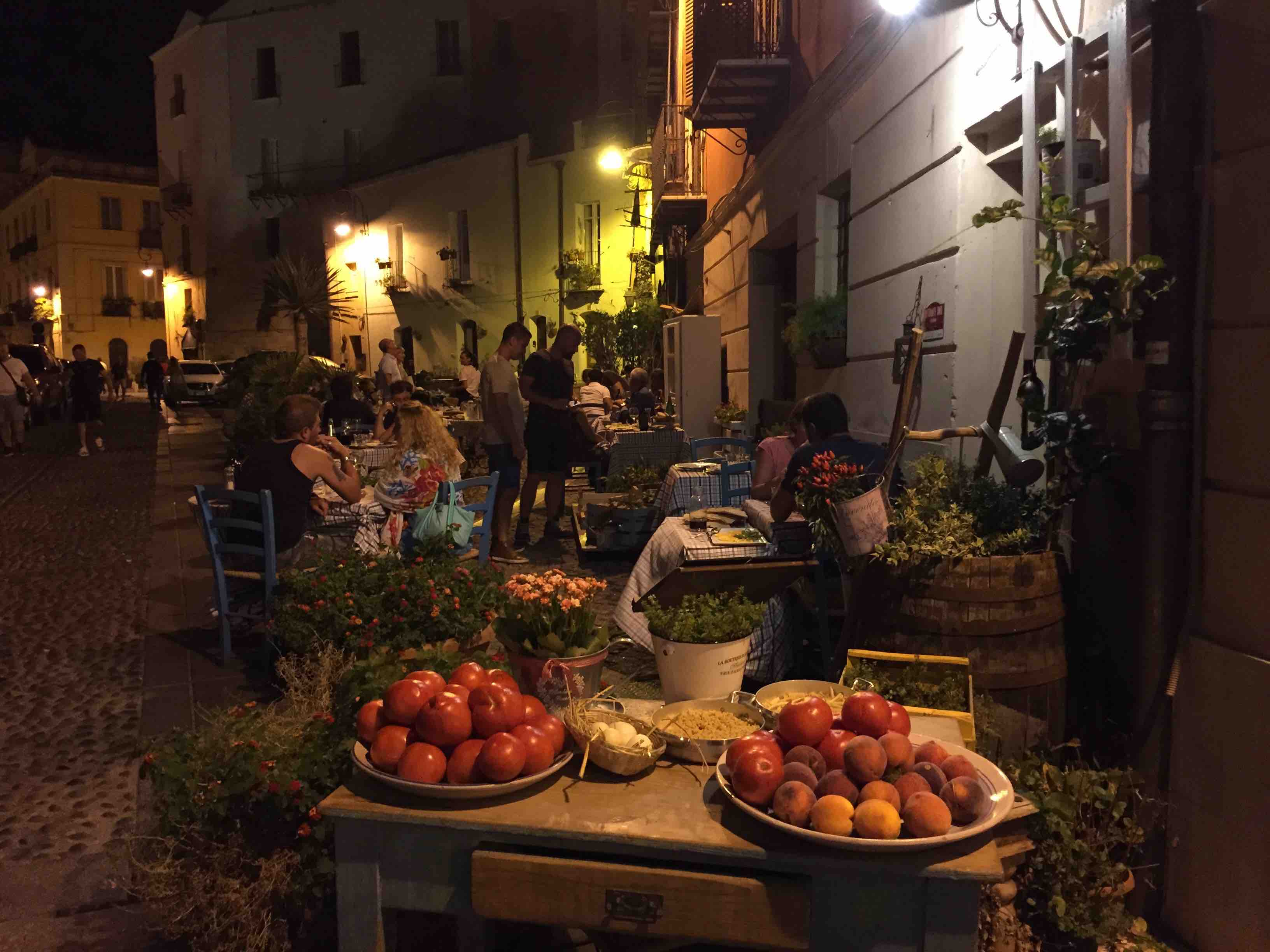 Al fresco dining in Sardinia, in ManAboutWorld gay travel magazine