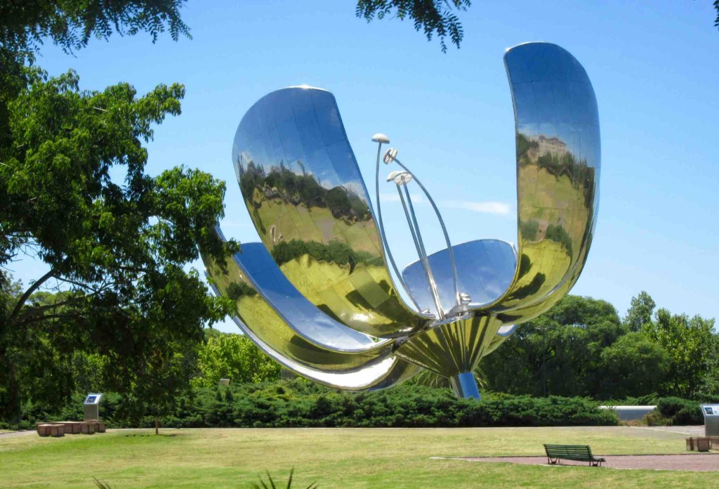 Floralis Genérica in Buenos Aires and in ManAboutWorld gay travel magazine
