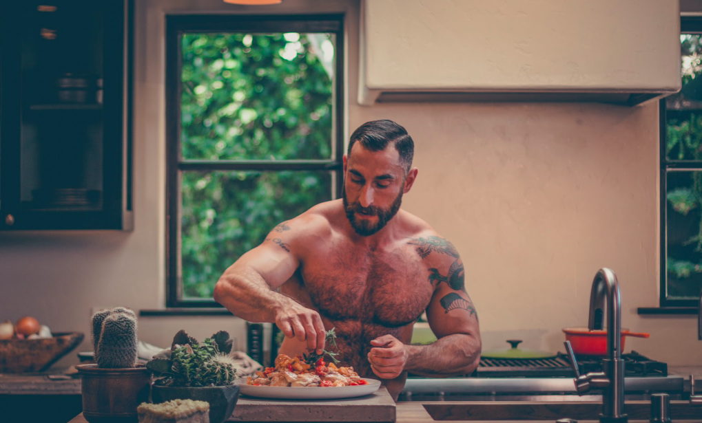 Bear naked chef cooking up a storm at la Cucina Sabina and in ManAboutWorld gay travel magazine