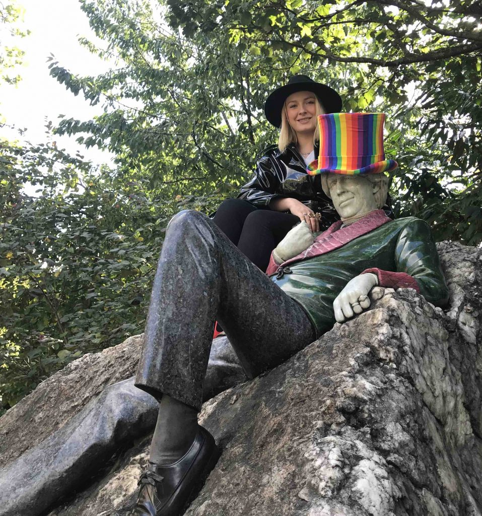 Oscar Wilde's new hat is rainbow colored
